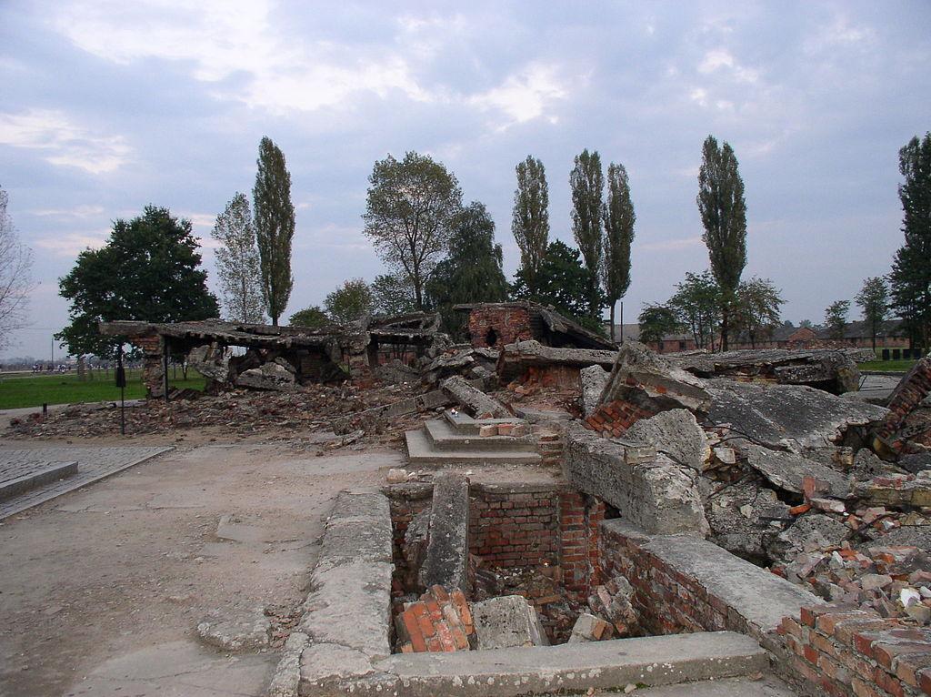 auschwitz crematoria ile ilgili görsel sonucu