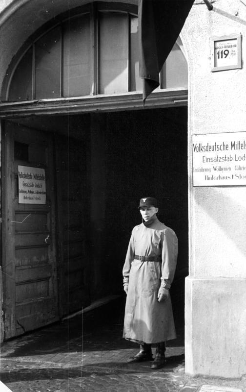 Bundesarchiv Bild 137-056310, Litzmannstadt, Volksduetche Mittelstelle
