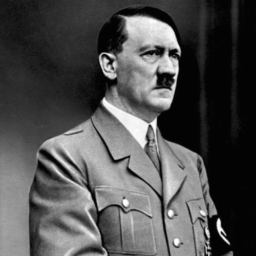Adolf Hitler. Bundesarchiv, Bild 183-S33882 / CC-BY-SA 3.0 [CC BY-SA 3.0 de (http://creativecommons.org/licenses/by-sa/3.0/de/deed.en)], via Wikimedia Commons.