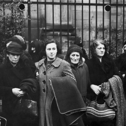 Polish Jews being deported from Germany to Poland, 1938. Bundesarchiv, Bild 146-1982-174-27 / Großberger, H. / CC-BY-SA 3.0 [CC BY-SA 3.0 de (http://creativecommons.org/licenses/by-sa/3.0/de/deed.en)], via Wikimedia Commons.